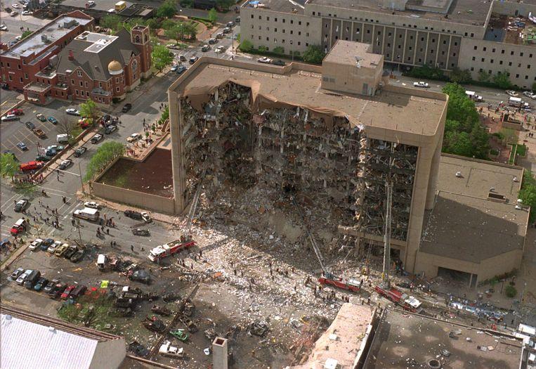 Het opgeblazen overheidsgebouw in Oklahoma City, op 19 april 1995. Beeld AP