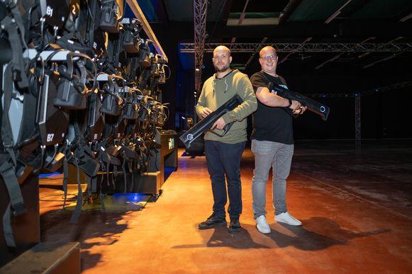 Lode en Arne Snackaert openen VR Base in de gebouwen van Huyghebaert in Mechelen.