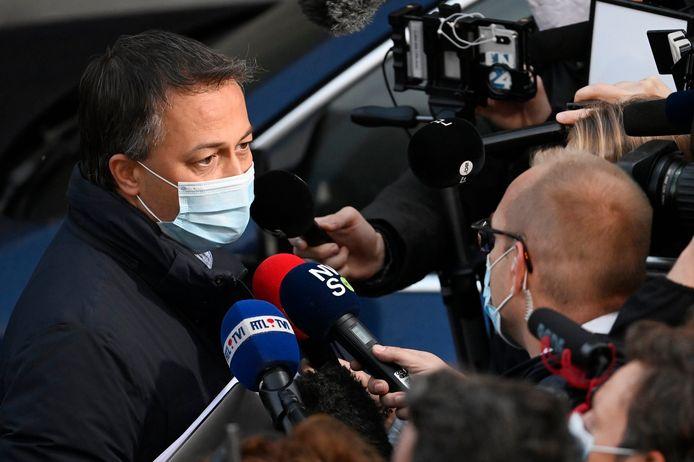 Open Vld-voorzitter Egbert Lachaert bij zijn vertrek uit het Egmontpaleis.