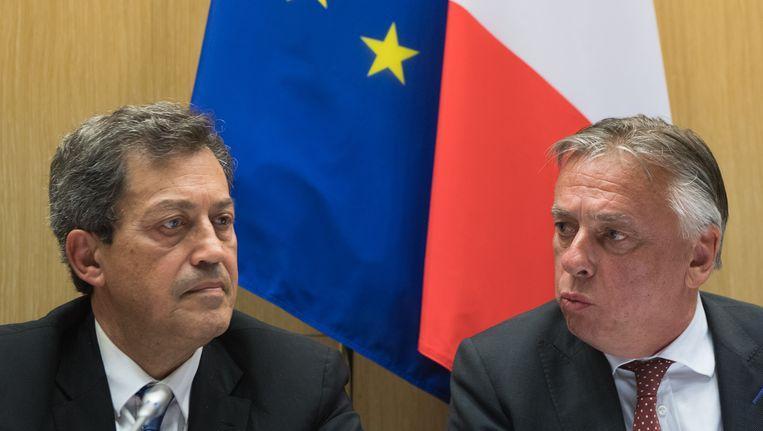 Georges Fenech, de voorzitter van de Franse onderzoekscommissie, en Patrick Dewael. Beeld BELGA