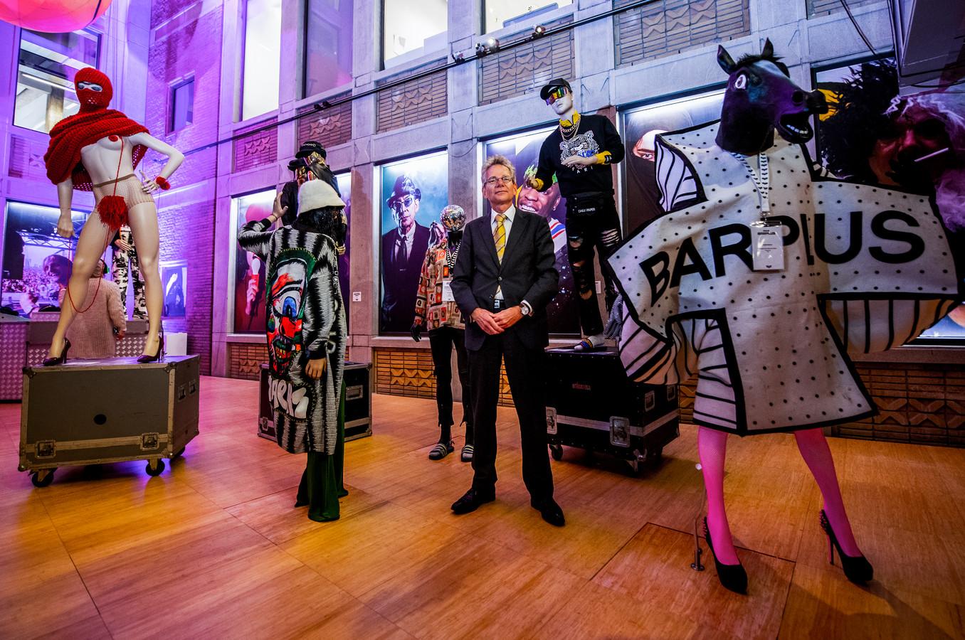 Paul van de Laar van Museum Rotterdam op de tentoonstelling 'Party People'. 'Draaiboeken liggen klaar.'