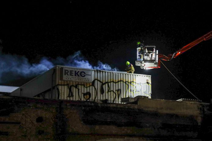 's Avonds moest de brandweer opnieuw in actie komen bij de kringloopwinkel.