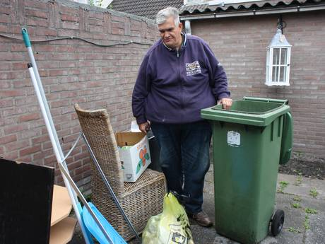 Supervrijwilliger Hennie Meijer met pensioen, maar mensen blijven spullen dumpen bij zijn huis