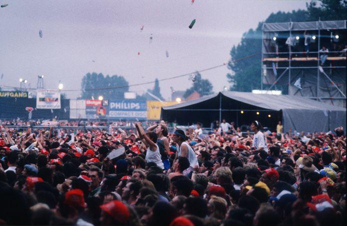 Een legendarisch moment in 1991: de flessenregen tijdens Iggy Pop.