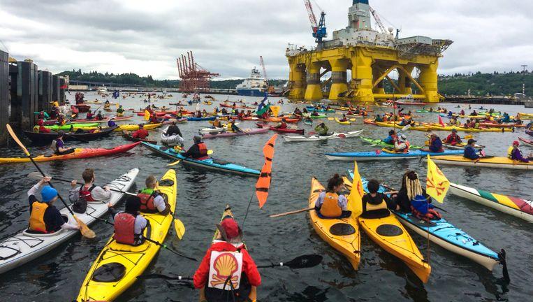 Demonstratie tegen olieboringen van Shell in de Noordelijke IJszee, bij een boorplatform in Seattle. Beeld AP