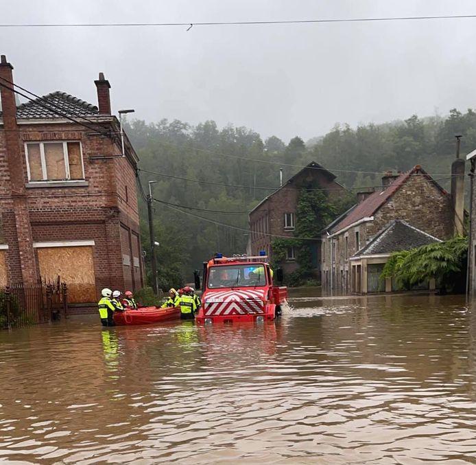 Het Unimog-voertuig van de Lokerse brandweerpost kwam van pas in het rampgebied.