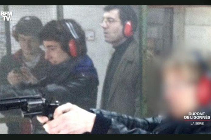Xavier Dupont de Ligonnès et ses deux fils au stand de tir, un mois avant la tuerie.