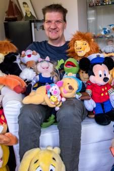 Verzamelaar Ruben (29) heeft meer dan honderd Disney spullen: 'Als ik een baaldag heb, zet ik de Lion King op'