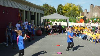 Leerlingen De Veerboot halen circuskunsten boven