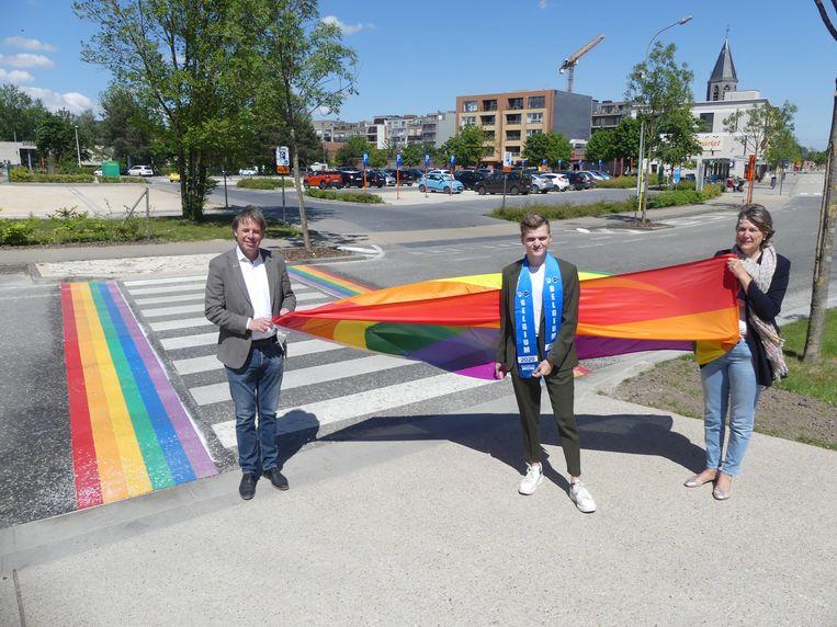 Jan Vermeulen, Milan Colpaert en Conny De Spiegelaere aan het gaybrapad in de Brielstraat.