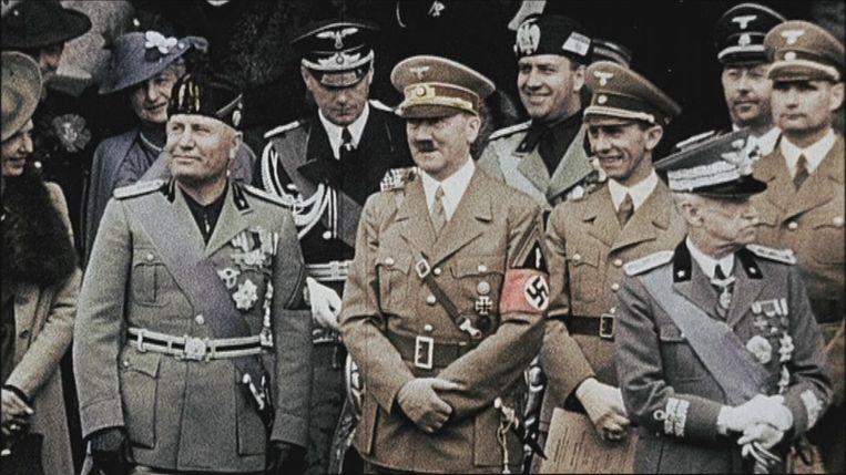 Omdat Benito Mussolini (links naast Adolf Hitler) al heel vroeg aan de macht kwam, in 1922, gold Italië als het voorbeeld voor het Europese fascisme. Van racisme of antisemitisme was daar aanvankelijk geen sprake. Mussolini weigerde tot op het moment van zijn afzetting in 1943 om ook maar één jood uit te leveren aan de nazi's. Beeld vrt