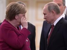 """Poutine et Merkel discutent d'une possible """"production conjointe de vaccins"""""""
