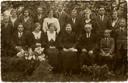 De familie Van Noordenburg uit Valburg, Jan van Noordenburg, de hoofdrolspeler van 'Het Mysterie', staat helemaal links.