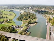 Bouwen bij de rivier in Arnhem, kan dat wel? Steffenie is voor, Anne-Marie is tegen