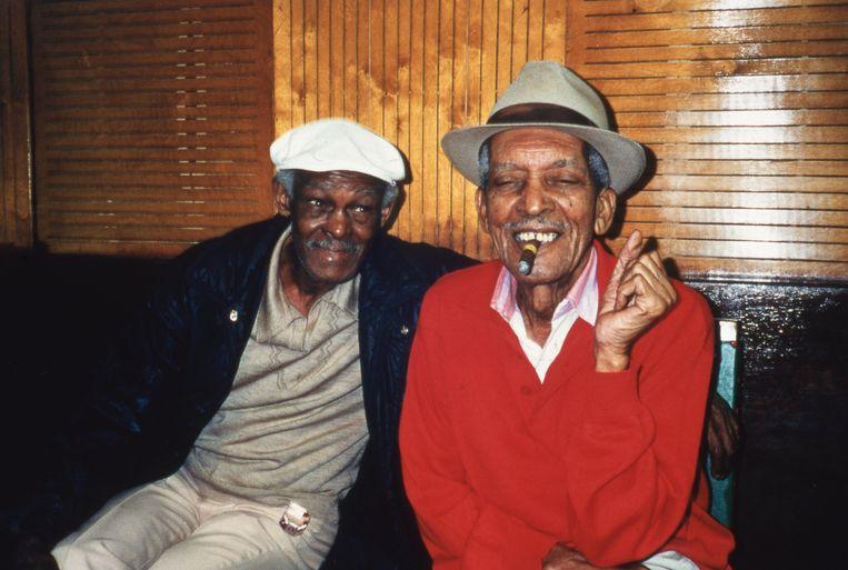 'Toen Ibrahim Ferrer (links) toetrad tot de Buena Vista Social Club, was hij grotendeels vergeten. Ik hoorde zelfs Cubanen zeggen: 'Ferrer? Die is toch al lang dood?'' Beeld rv
