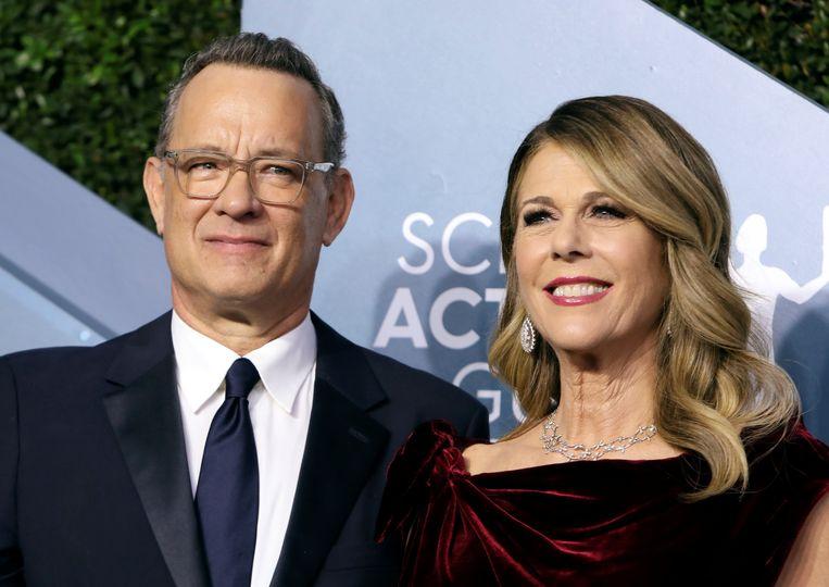 Tom Hanks met vrouw Rita Wilson, die ook door het virus werd getroffen. Beeld REUTERS