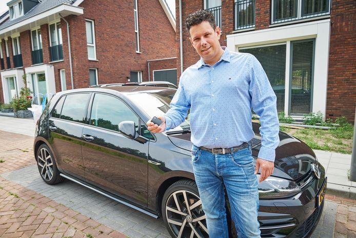 Jorg Marijnissen met de sleutel van zijn auto die dieven niet nodig hebben om in zijn auto in te breken.