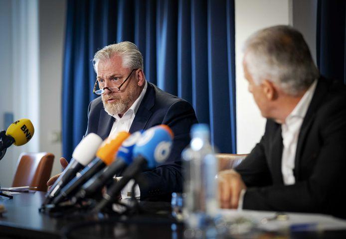 Strafrechtadvocaat Peter Schouten en misdaadverslaggever Peter R. de Vries hielden vanmiddag een persconferentie over ontwikkelingen in het Taghi-proces.