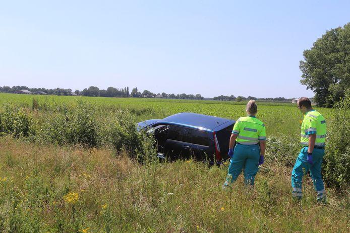 Auto in de greppel beland bij A50 bij Son en Breugel.
