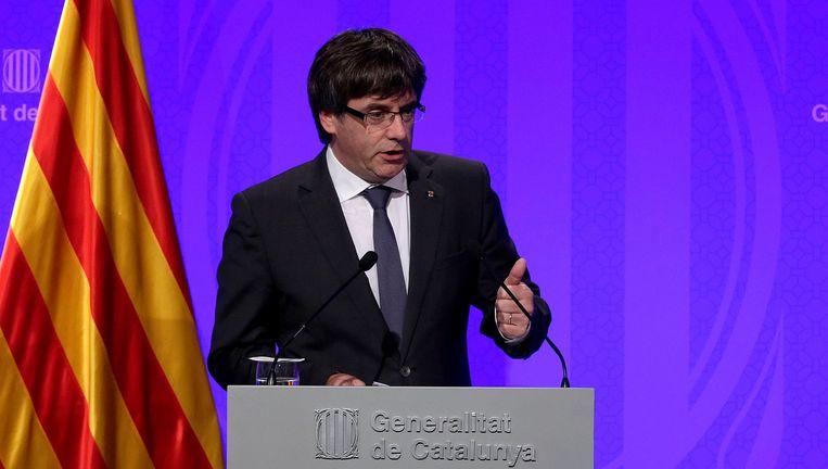 De Catalaanse president Carles Puigdemont geeft een persconferentie. Beeld epa