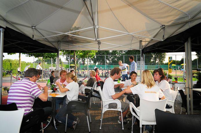 Ook tennisvereniging De Linden in Beuningen heeft de wens binnen één jaar een rookvrij sportpark te hebben.
