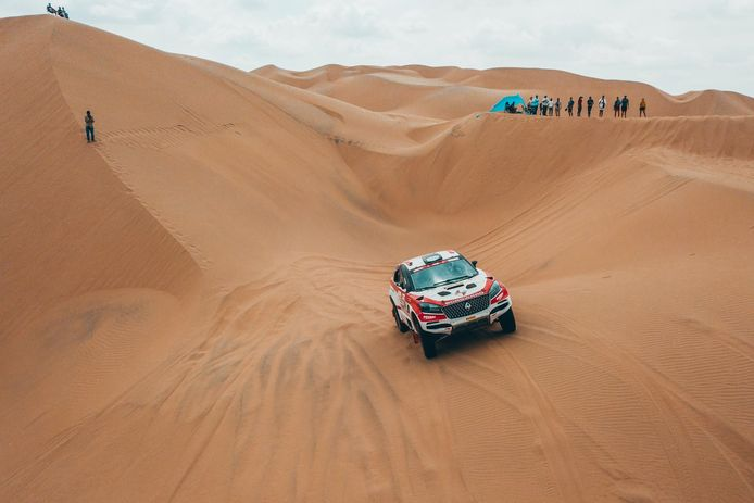 Eigenaar Erik Wevers in het zand van Peru