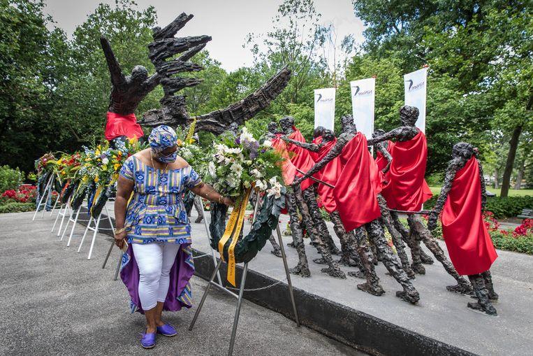 De jaarlijkse herdenking van de afschaffing van de slavernij in het Oosterpark. Beeld Dingena Mol
