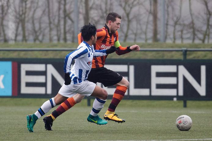 Sebastiaan van Laar, hier nog in actie voor FC Zutphen als aanvoerder, vertrekt aan het einde van het seizoen bij CSV Apeldoorn.