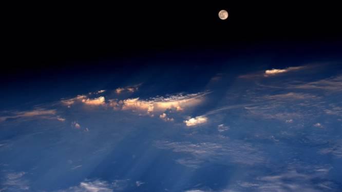 Astronaut maakt zeldzame foto van 'aardbeienmaan'