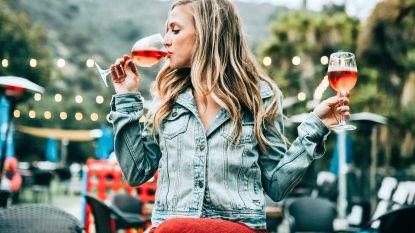 """""""Voor mij een glaasje witte wijn"""": wat je favoriete drank vertelt over je persoonlijkheid"""