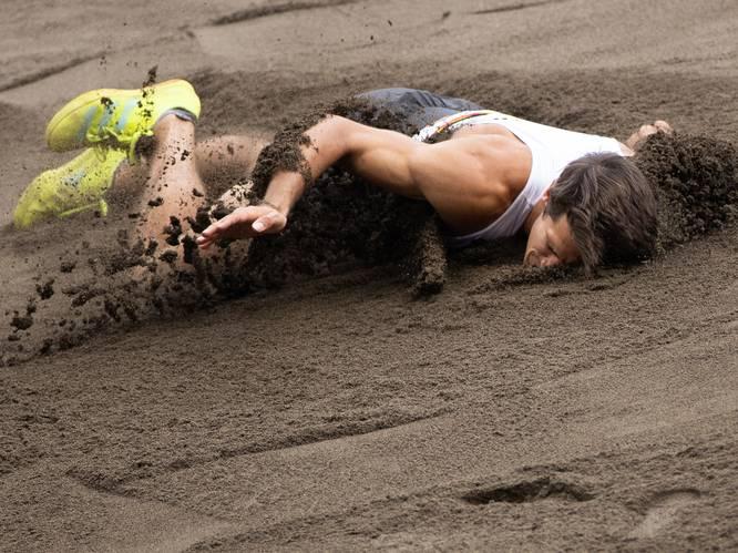 Belg per rolstoel afgevoerd na pijnlijke sprong en harde val in zandbak