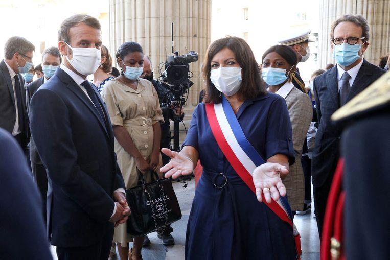 Hidalgo over Emmanuel Macron (l.): 'Ik weet wat praten en onderhandelen is, hij niet.' Beeld Lemouton Stephane/Pool/ABACA