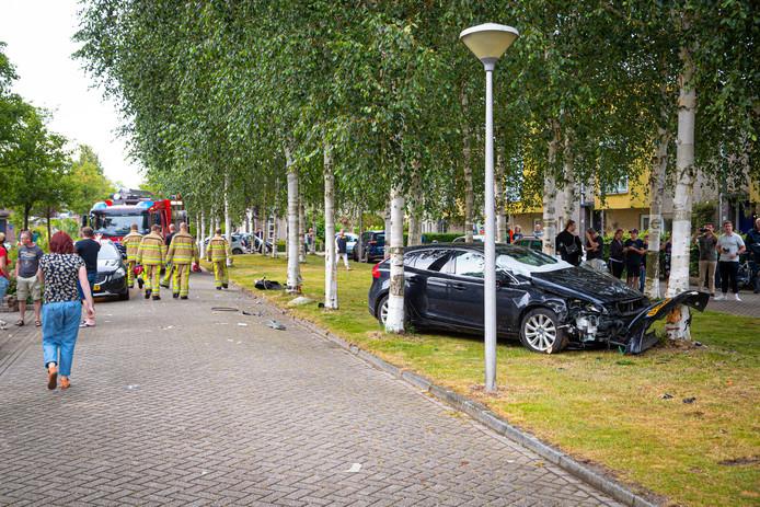 De dollemansrit eindigde tegen een boom in Zwolle-Zuid.