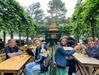 Nieuwe zomerbar in Citadelpark: gezellig aperitieven tijdens een concert, een openluchtfilm of een schaakspel