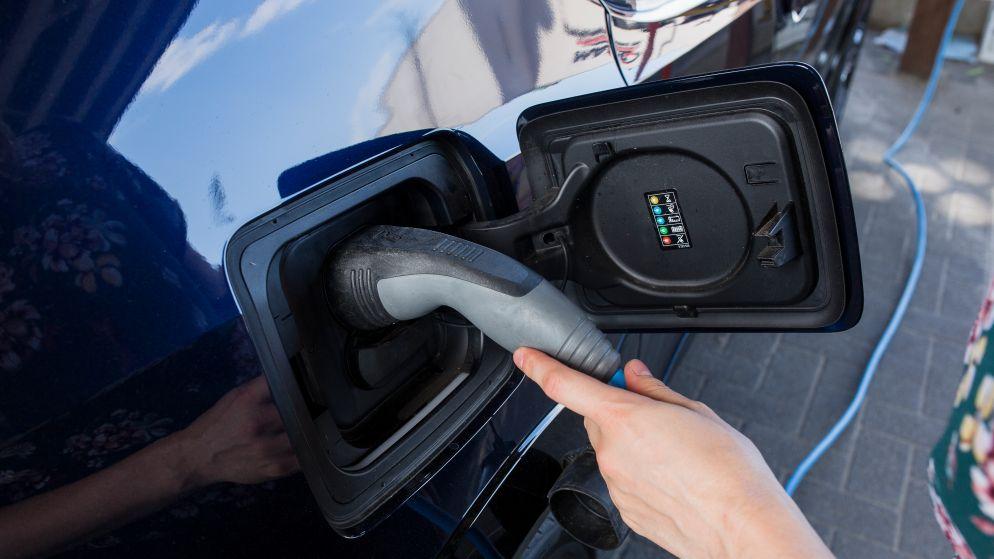 Elektrische auto nog altijd 10.000 euro duurder: prijsverschil zal niet snel verdwijnen, zeggen experts