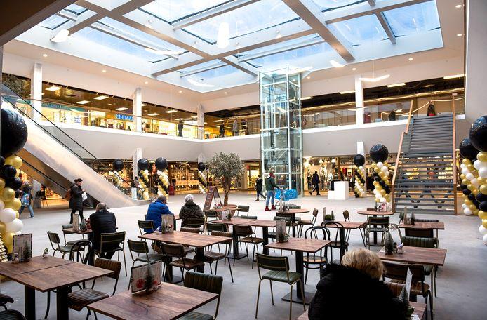 In winkelcentrum Bisonspoor zijn enkele overdekte terrassen, zoals te zien is op deze archieffoto van vóór de coronacrisis. Het terras van de ondernemer in dit artikel, is niet op deze foto te zien.