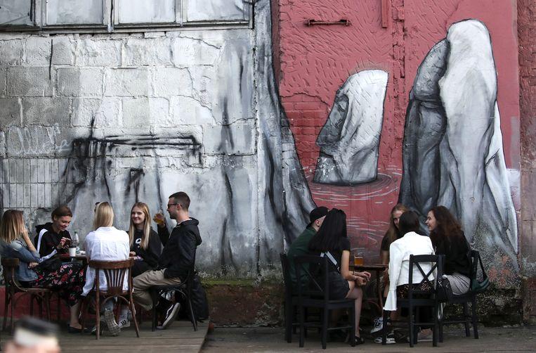 Cafe in de Oktoberstraat. Beeld Getty Images