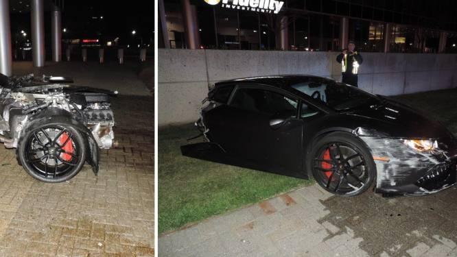 Lamborghini breekt in twee na botsing met verlichtingspaal