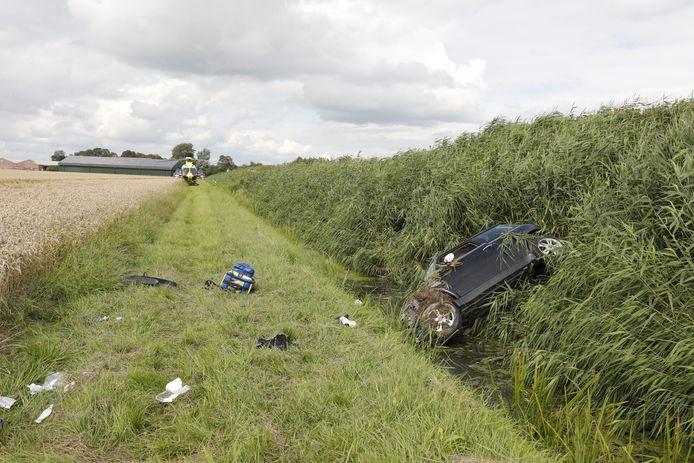Een traumahelikopter landde bij het ongeval in Fijnaart.