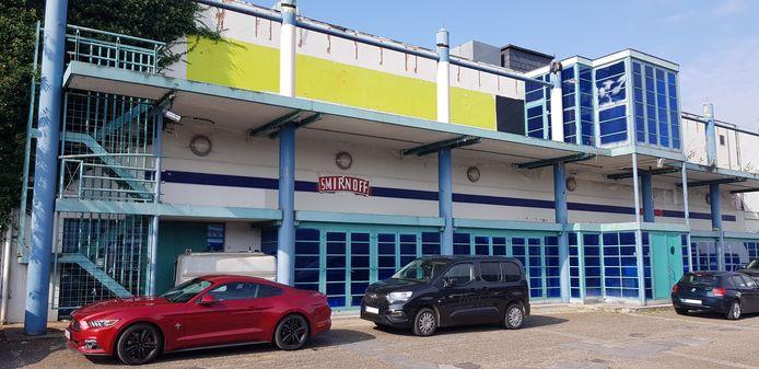 De linkerzijde van de discotheek wordt omgevormd tot (jeugd)ontmoetingscentrum.