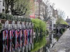 """Van de uitkijktoren bij Gezelle tot het lappendeken van de 750 inwoners, dit is dé ultieme wandeling langs 13 kunstwerken in Brugge: """"En haast je, voor de toeristen terug zijn"""""""