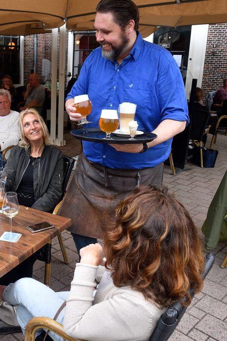 Cafés en restaurant zoeken dringend personeel: 'Blij dat we weer kunnen, maar het is een hele puzzel'
