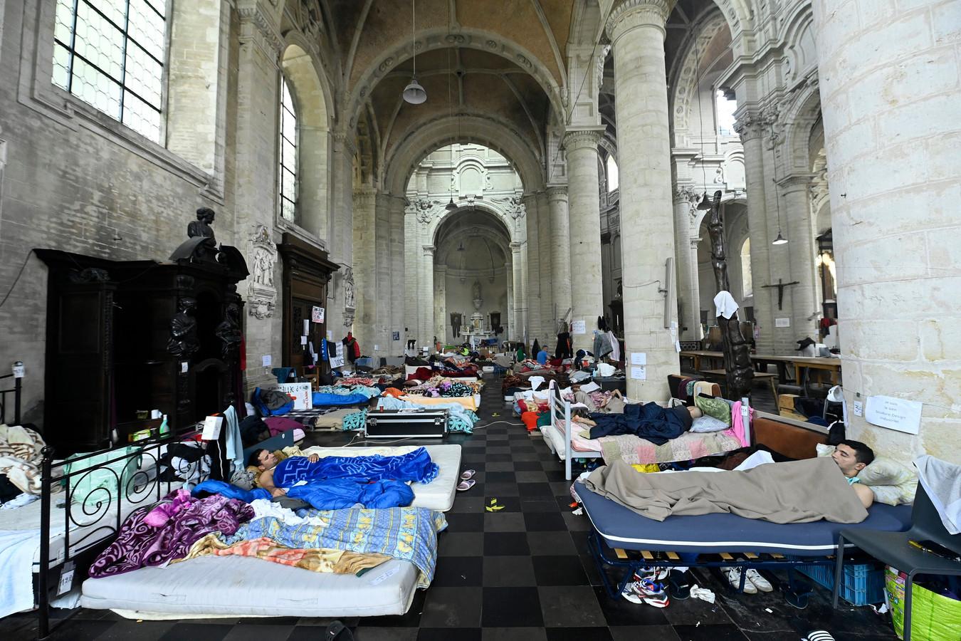 Plusieurs collectifs de sans-papiers occupent l'église du Béguinage à Bruxelles depuis la fin du mois de janvier. D'autres sont également présents sur les campus de l'ULB et de la VUB.