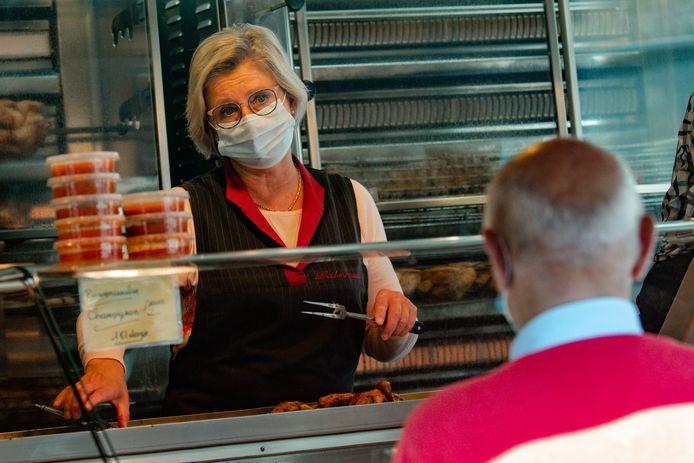 Illustration.   -Bezoek van Vlaams minister Hilde Crevits aan de maandagmarkt in Diksmuide  - Ministre flamande Hilde Crevits, CD&V, visite le marché de Dixmude    ( Photo by Philip Reynaers / Photonews)
