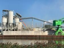 Gloednieuwe silo ingestort bij betonbedrijf Geertruidenberg: 'De bedrijfsschade loopt in de miljoenen'