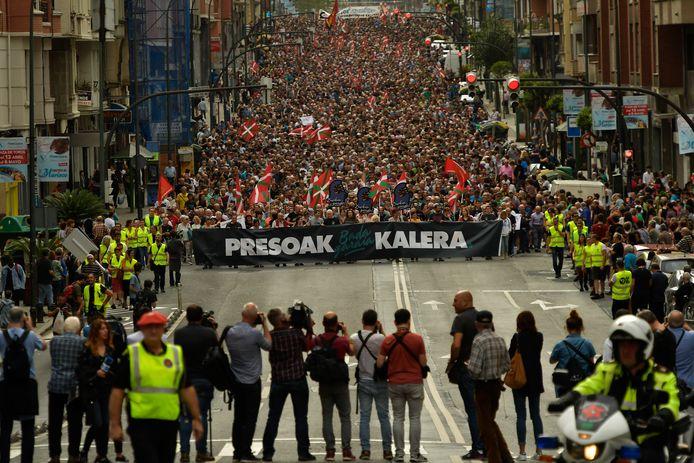 Op 21 april demonstreerden duizenden Basken nog om te vragen dat veroordeelde ETA-leden dichter bij huis hun gevangenisstraf mogen uitzitten.