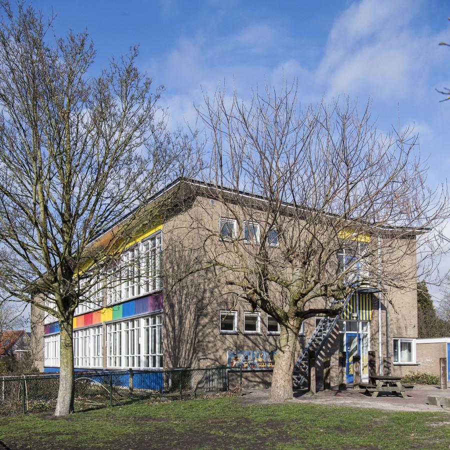 De vroegere Willem Sluiterschool in Eibergen zal worden gesloopt. Er komen zeven seniorenwoningen in een parkachtige groene ruimte.