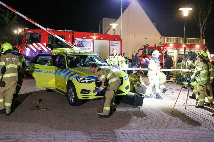 De brandweer wist de man na een half uur te bevrijden.