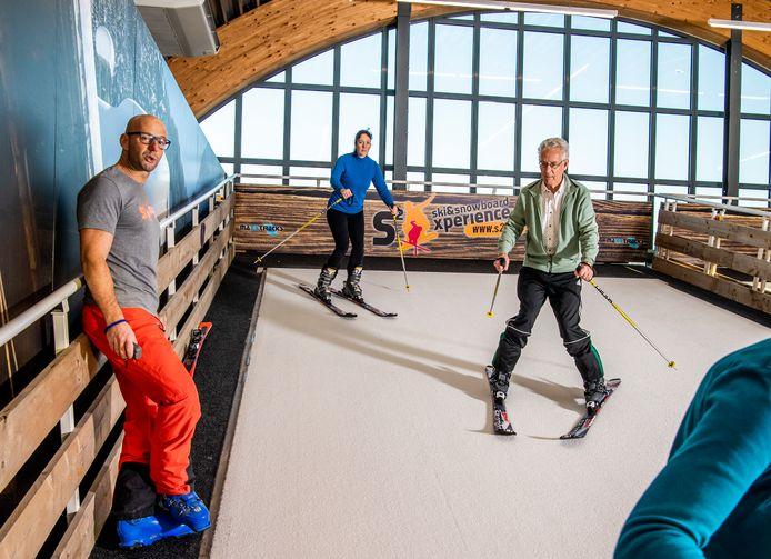 Skiërs oefenen voor hun skivakantie.
