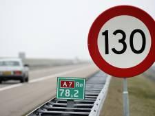 Snelheidsduivel rijdt met 230 kilometer per uur over Afsluitdijk en raakt rijbewijs kwijt